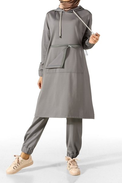 HOODED TRACKSUIT WITH POCKET
